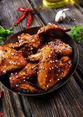 Roasted chicken wings in hot pepper and sesame