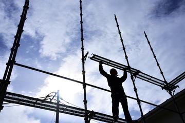 Fototapeta 新築住宅工事現場で働く鳶職人