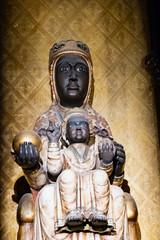 Statue de vierge noire à l'enfant, cathédrale de la Sainte Croix à Barcelone