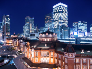 Fototapete - 東京駅丸の内口と高層ビル街