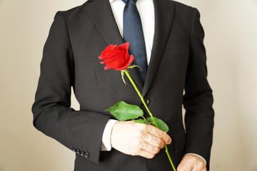薔薇の花と男性