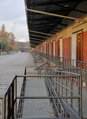 Gebäude mit Geländer im Park Gleisdreieck