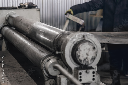 Rollers for bending sheet metal to cylinder, concept of