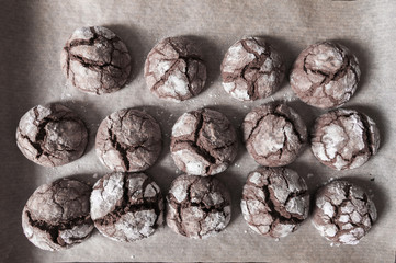 Cracked chocolate cookies
