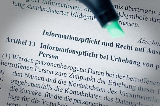 Gesetzestext ohne Urheberrechte mit Artikel 13 DSGVO (Datenschutzgrundverordnung) in english GDPR General Data Protection Regulation