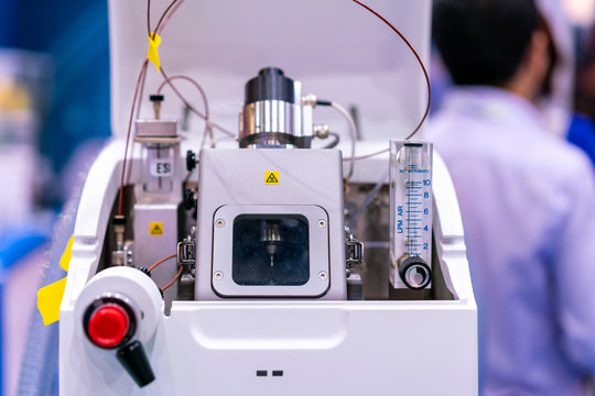 Advance technology mass spectrometer device of lab for analysis property element of sample by detector molecule for industrial food pharmaceutical nutraceuticals agriculture chemical & petrochemicals
