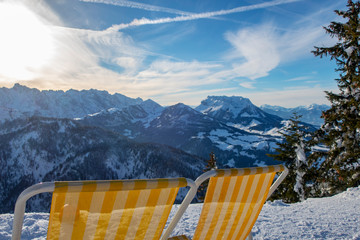 Liegestühle in Österreich im Winter
