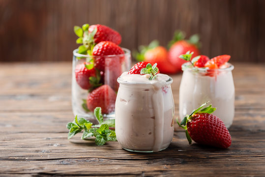 Healthy yougurt with stawberry
