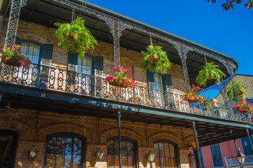 French Quarter architecture, New Orleans, Louisiana, United States. Built in the 18th century Spanish architectural style with cast iron balconies.