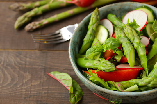 fresh salad with asparagus and tomatoes