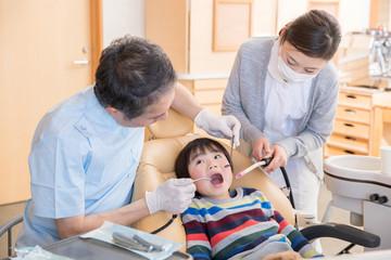 歯医者にくる子供