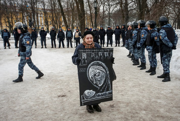 A woman holds a placard during a rally to demand freedom for political prisoners in Saint Petersburg
