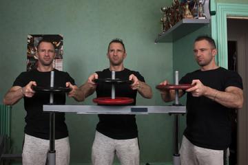 les triplets font de la musculation