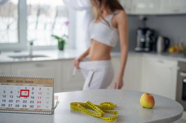 Menurunkan berat badan pada musim semi, sosok seorang gadis