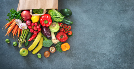 Foto op Canvas Keuken Shopping bag full of fresh vegetables and fruits