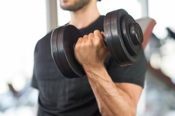 Man training gym fitness bodybuilding