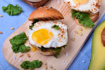 Sandwich with fried egg and salad with kale