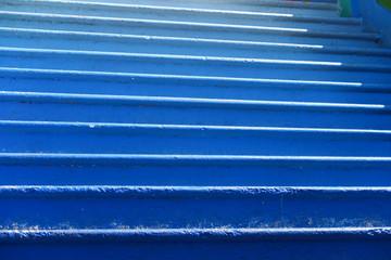 Escalier bleu en dégradé