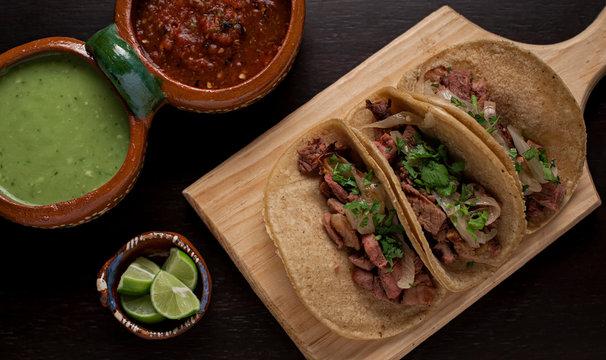 Tacos de carne asada