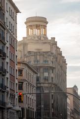 Edificio redondo con columnas en Barcelona