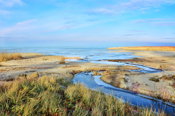 Fototapeta piękny krajobraz, ujście rzeki do morza obraz