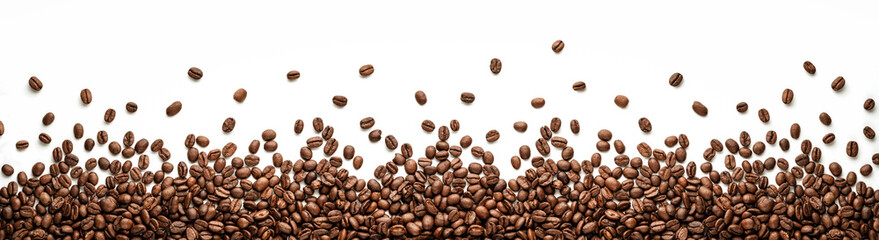 Fotobehang Koffiebonen Panoramic coffee beans border isolated on white background with copy space