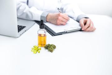 Arzt verschreibt medizinisches Cannabis