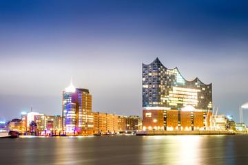 Keuken foto achterwand Theater Elbphilharmonie and Hamburg harbor at night