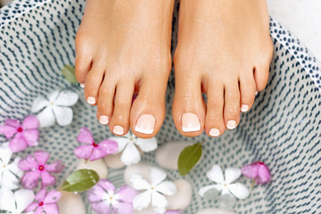 Foto auf Acrylglas Pediküre Well manicured and pedicured nails. Spa treatment and product for woman feet and foot spa.