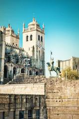 Nordfassade der Kathedrale von Porto mit Loggia