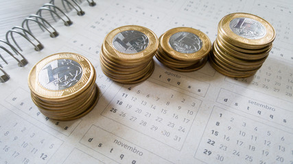 Currencies of 1 real on calendar
