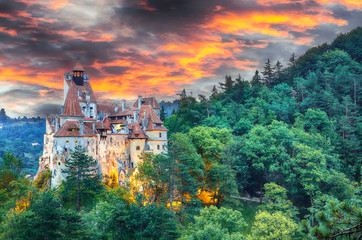Landscape with medieval Bran castle known for the myth of Dracula at sunset Fototapete