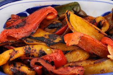 Peperoni gialli e rossi cucinati alla brace