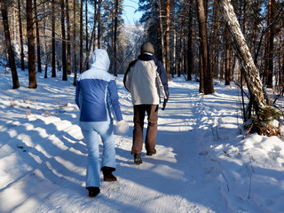 young married couple walks in winter in bright winter clothes warm. walk in the fresh air. healthy lifestyle. sunny day