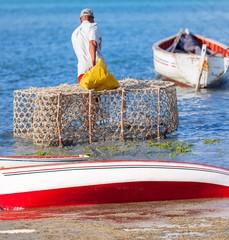 Pêcheur au casier, anse Mourouk, île Rodrigues