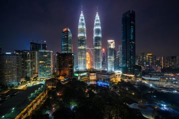 Fotomurales - Cityscape of Kuala Lumpur Panorama at twilight. Panoramic image of skyscraper at Kuala Lumpur, Malaysia skyline at sunset.