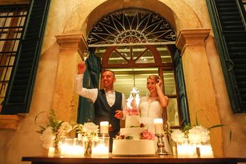 Beautiful wedding couple cut the wedding cake