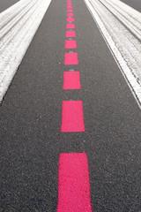 tempelhofer feld; grafische markierungen auf der startbahn