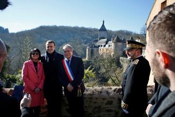 """France's President Emmanuel Macron poses with mayor Vanik Berberian, prior to a meeting with mayors as part of the """"Great National Debate"""" in Gargilesse-Dampierre"""
