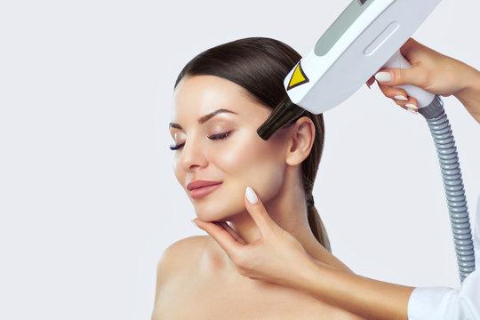 Carbon face peeling procedure in a beauty salon. Hardware cosmetology treatment.