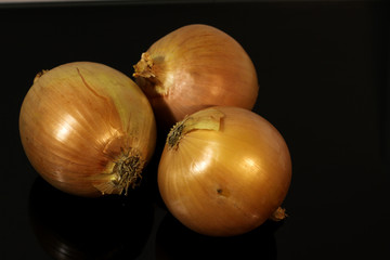 Onions on a mirrored table