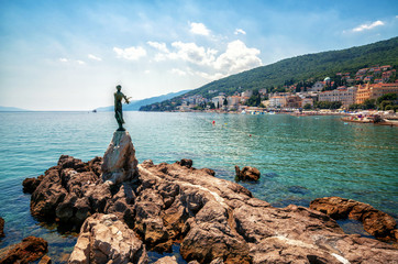 Papiers peints Cote The historic statue of Maiden with the seagull is a symbol, not only of Opatija, but the entire Kvarner region. The statue on Adriatic coast is in the touristic town of Opatija in Croatia, Europe