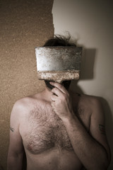 Portrait d'homme avec le visage caché