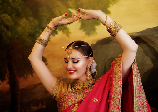 Female dancer dressed in traditional Indian clothing