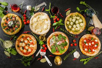Spoed Foto op Canvas Klaar gerecht ピッツア Italian home-made pizza