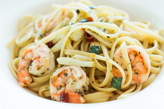 Linguine shrimp scampi with garlic and olive oil.