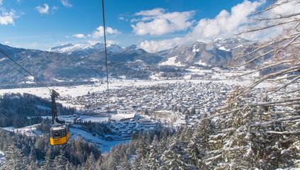 Blicke von der Bergsation der Nebelhornbahn in Oberstdorf im Winter