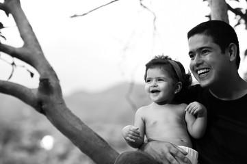 pai e filha ao ar livre no parque