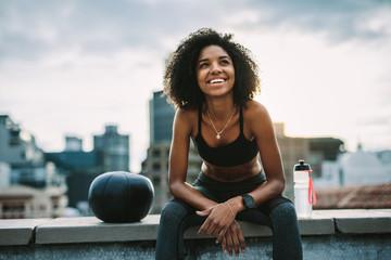 Obraz Smiling woman athlete taking a break during workout - fototapety do salonu