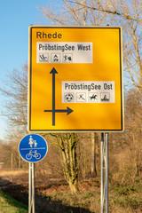 Deutsches Straßenschild mit Richtungsweisern. Standort: Deutschland, Nordrhein-Westfalen, Borken